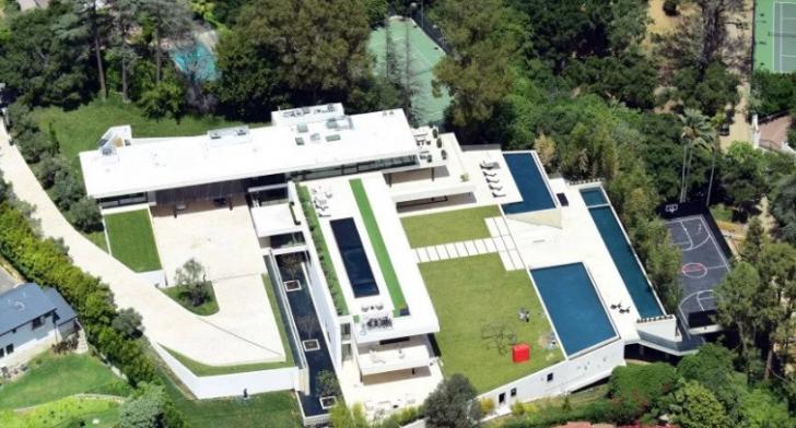 Aceasta este casa grandioasă din Los Angeles, pe care Beyonce şi Jay-Z oferă 120 de milioane $