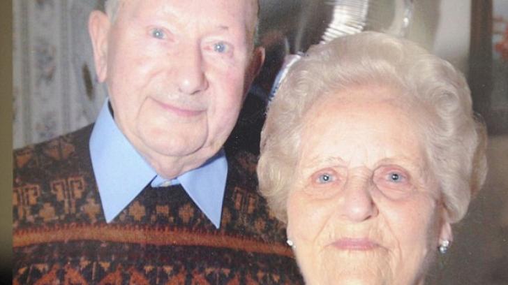 Iubire ca-n filme între doi bătrâni! Au murit împreună într-un spital