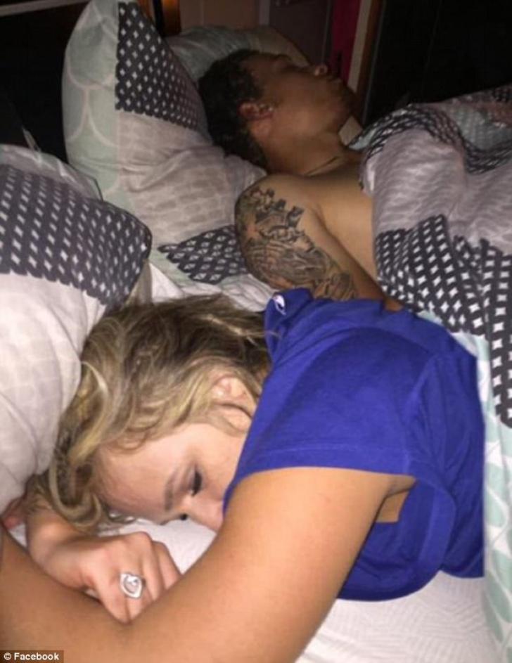 A ajuns acasă şi şi-a prins soţia dormind cu altul în pat. Nu i-a trezit. Ce a făcut e fantastic!