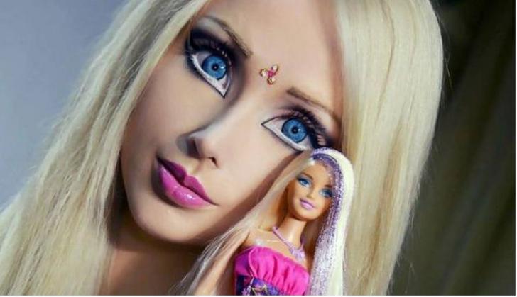 Cum arată fără machiaj Păpuşa Barbie umană.Adevărata faţă a acestei tinere.Nici amicii n-o recunosc
