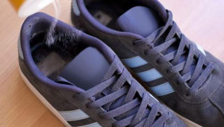 Îi miroseau urât pantofii sport. A pus sare în ei. Un super truc! Vei încerca şi tu