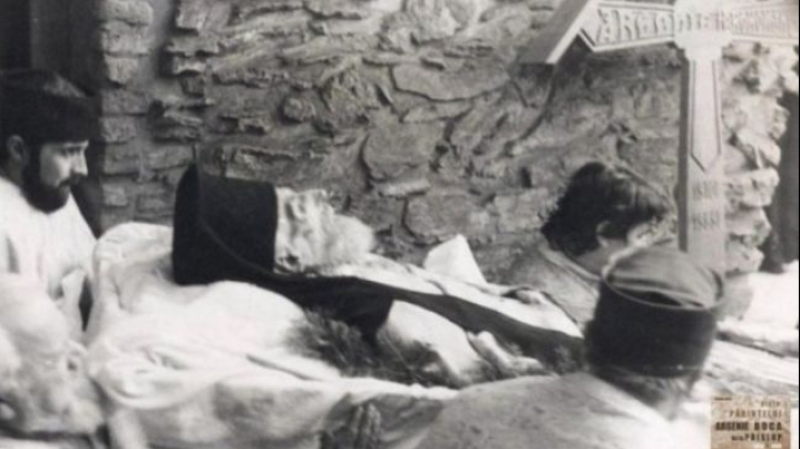 Inmormantare Arsenie Boca