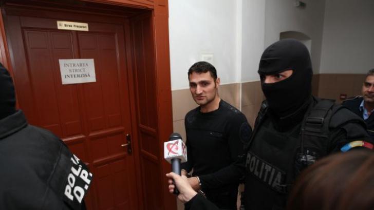 Interlopul Alen Moisin, extrădat în România. E acuzat de trafic de droguri, artă și colți de fildeș