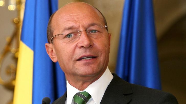 Băsescu, fără jenă, în C. Juridică: Poate eu am o sensibilitate aparte pentru femei, e cunoscută