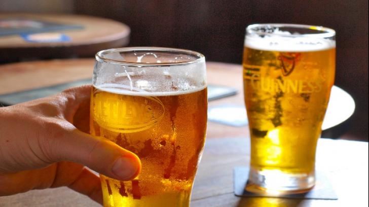 Cel mai simplu truc să răcești o sticlă de bere în 5 minute