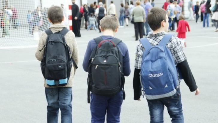 Elevii se întorc la şcoală. Următoarea vacanță începe pe 17 iunie