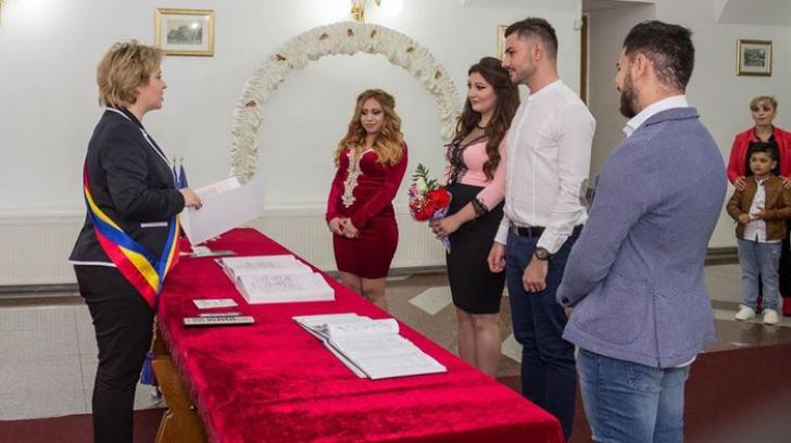 Fără precedent în România! S-au căsătorit toate trei în aceeaşi zi! Ce legătură strânsă le leagă