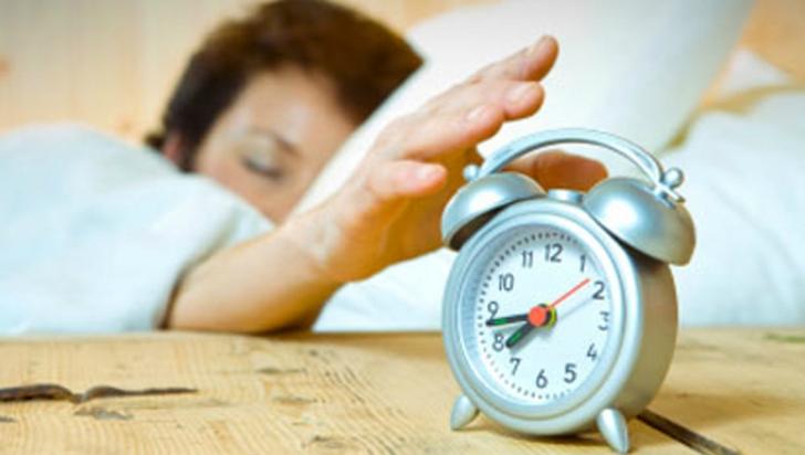 Ceasul deşteptător care te va trezi din morţi! Cu asta lângă pat sigur nu vei mai întârzia la muncă