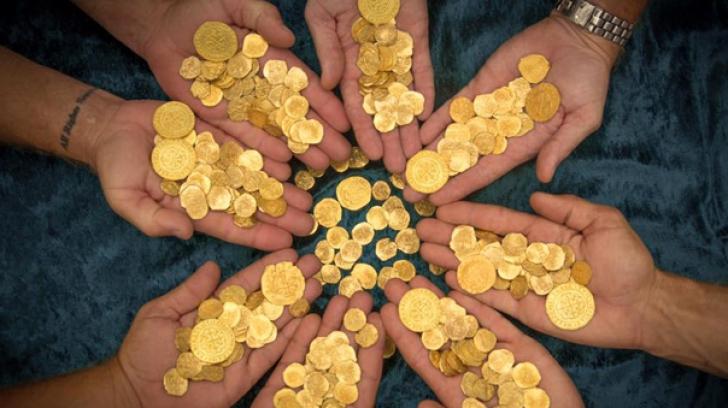 Comoara din monede de aur, descoperită într-un pian
