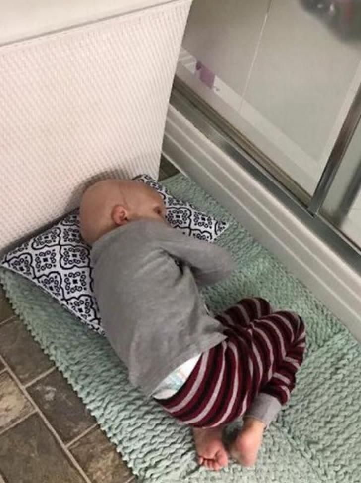 Îşi trăia ultimele secunde de viaţă. Brusc, copilul a deschis ochii, a mişcat buzele şi i-a spus...