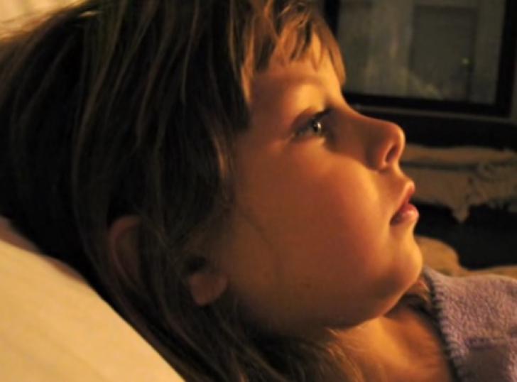 Avea doar 6 ani când a murit. După 3 zile, mama a găsit ASTA în sertarul cu ciorapi. S-a prăbuşit!