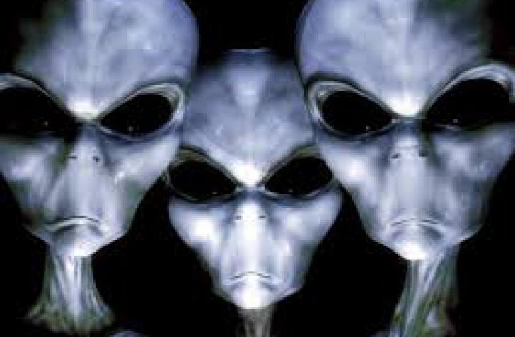 O femeie a depus plângere împotriva extratereştrilor! Top reclamaţii făcute de români