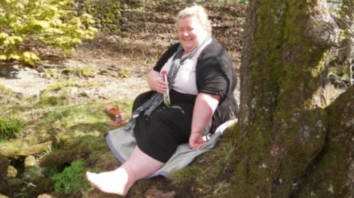 Cum arată această femeie după ce a slăbit mai mult decât întreaga greutate a soţului ei