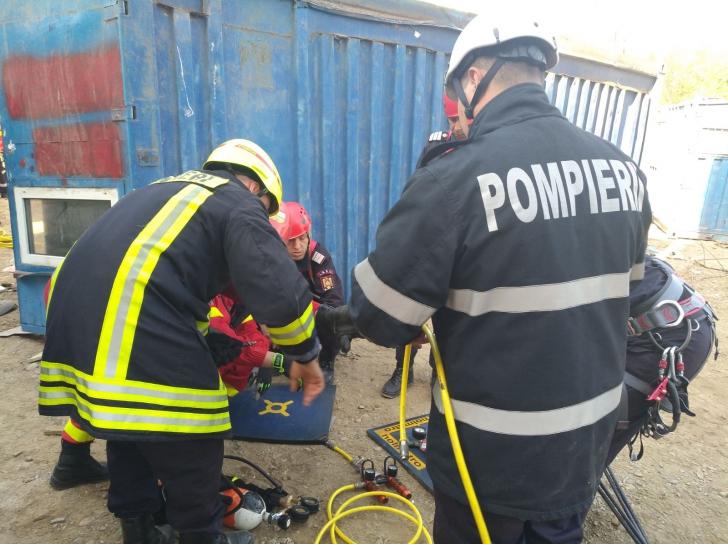 Accident cumplit: un bărbat a fost prins sub un container în București. UPDATE: omul a murit
