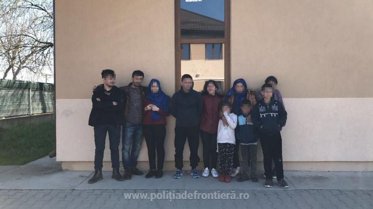 Zeci de imigranţi irakieni şi sirieni, descoperiţi la graniţa cu Serbia. Ce plan aveau