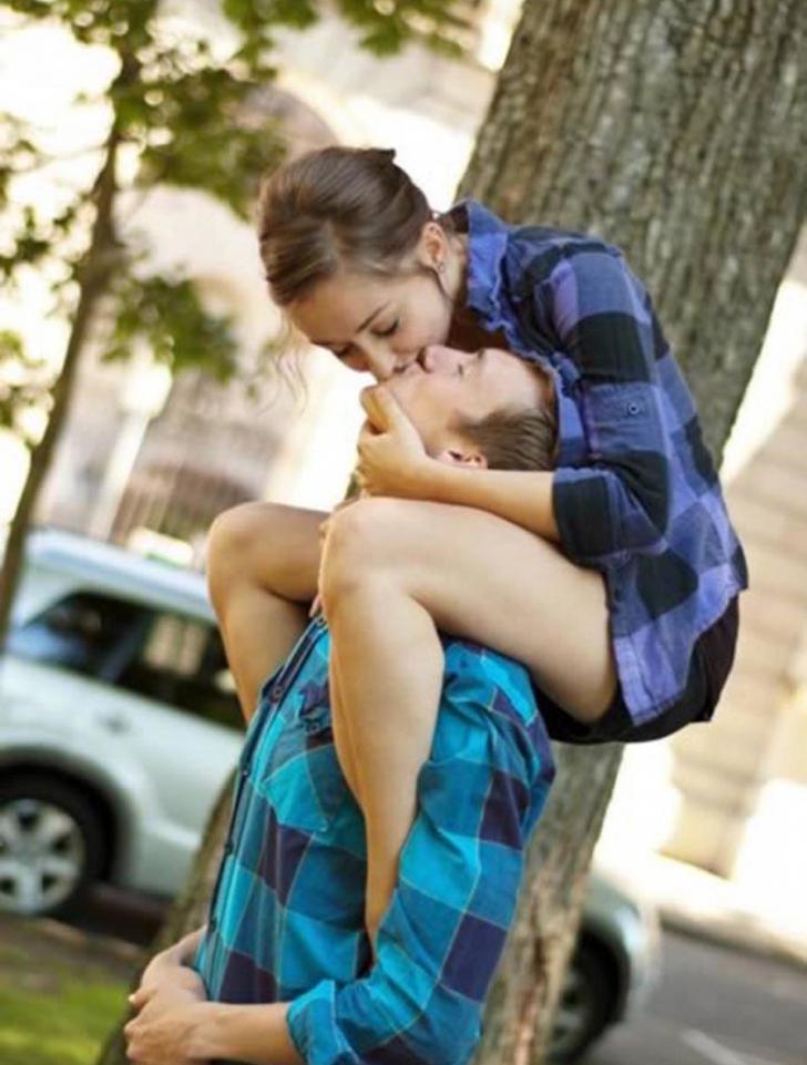 Fotografii de la LOGODNĂ de care şi îndrăgostiţii se ruşinează acum - au mers prea departe!