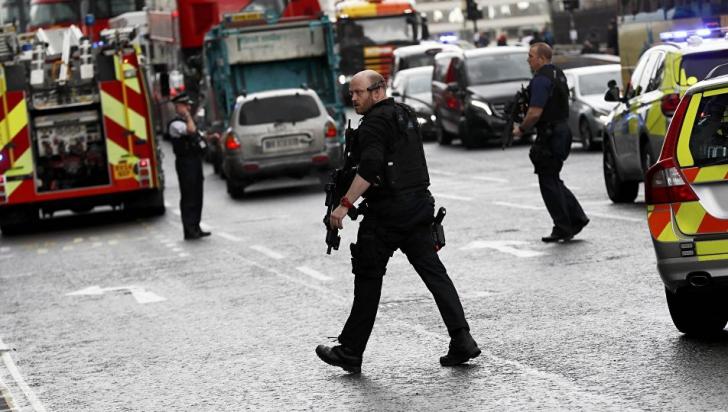 Operaţiune antiteroristă la Londra. O femeie a fost împuşcată, alte patru persoane, arestate