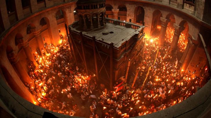 Imagini pentru aprinderea luminii sfinte