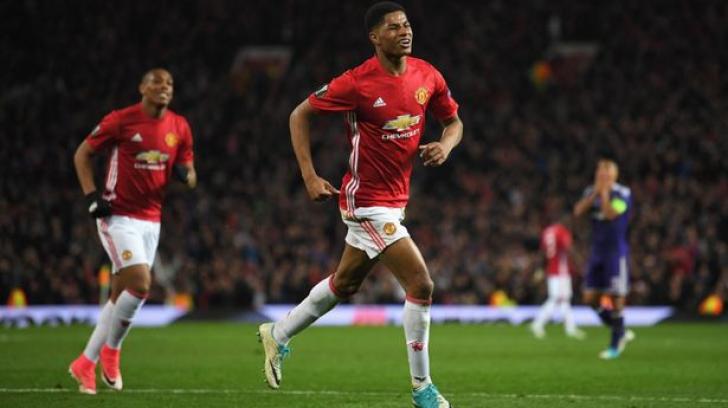 7 fani ai echipei Manchester United au murit în timp ce se uitau la meci. Află motivul tragediei