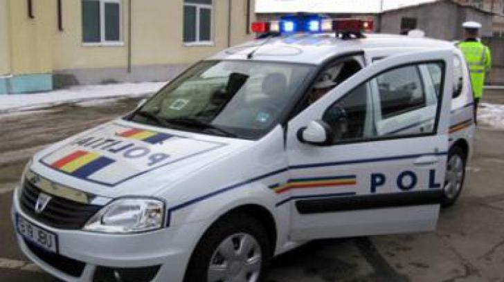 Poliţist lovit cu o furcă într-un bar din judeţul Olt