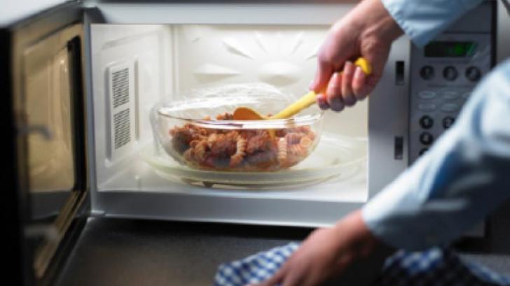 Nu mai reîncălzi aceste alimente! Pot deveni otrăvitoare