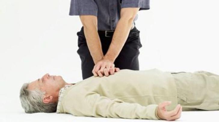 Cum resuscitezi pe cineva în situaţii de urgenţă! Aşa poţi salva o viaţă