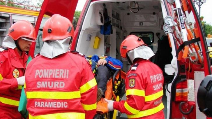 Explozie într-un bloc din Brașov. Două persoane cu arsuri, transportate la spital