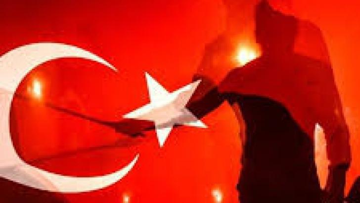 Mii de susţinători ai lui Erdogan au ieşit în piaţa Taksim din Istanbul, pentru a sărbători