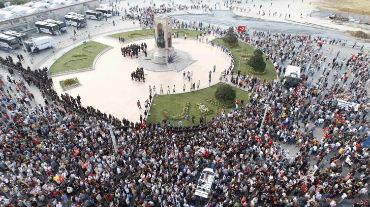 Ziua Muncii, interzisă în Turcia. Piața Taksim a fost închisă
