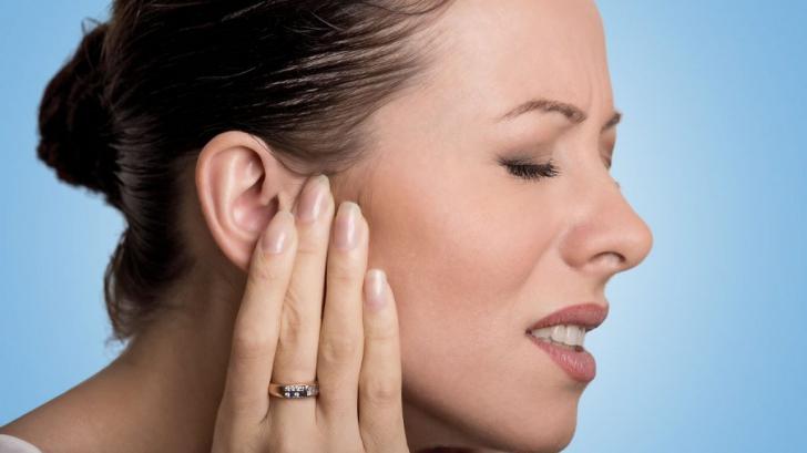 Medicii avertizează! Amorţeala mâinilor şi ţiuitul urechilor pot fi semnele unei boli grave