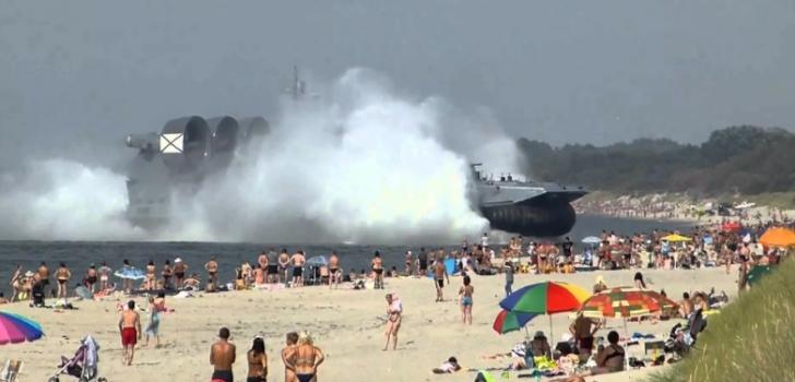 Apariţie-ŞOC pe o plajă din Rusia. Ce s-a apropiat de mal. E cel mai mare vas de luptă al lui Putin