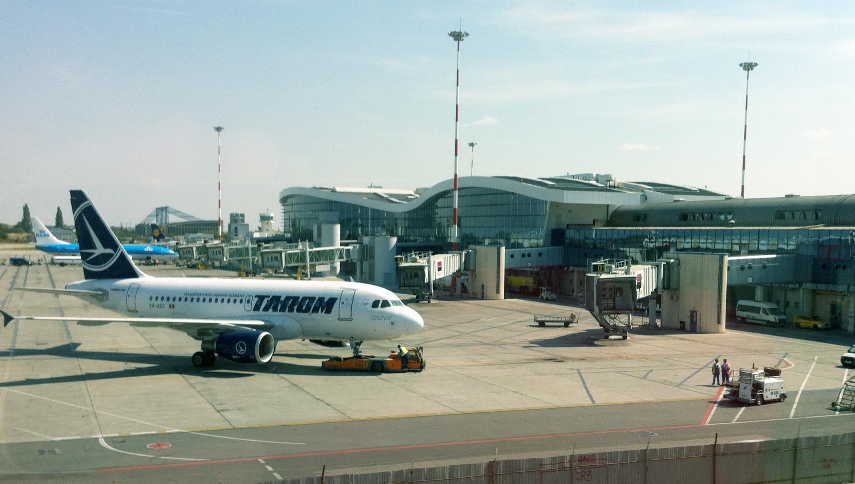 Controlorii de trafic aerian ai ROMATSA, în grevă de avertisment vineri. Mai multe zboruri afectate