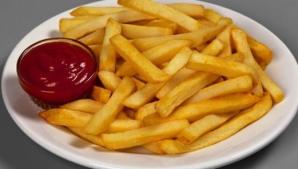 Ce se întâmplă în corpul tău când mănânci cartofi prăjiţi cu ketchup