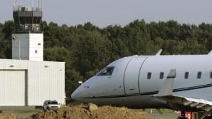 Tragedie aviatică! Un avion s-a prăbuşit la aterizare. Mai multe clădiri, în flăcări!