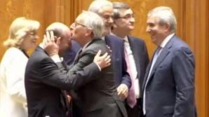 Cozmin Guşă: Un spectacol jalnic cu Juncker. A câştigat inima tuturor divelor din politica românescă