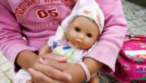"""Caz șocant în București! O fetiţă de TREI ani, """"închiriată"""" unui pedofil"""