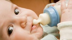 Truc eficient! Cum dezveţi bebeluşul de biberon