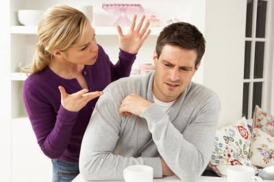 A găsit un prezervativ la coş. I-a zis iubitei că-l înşală şi pleacă. Explicaţia ei i-a adus lacrimi