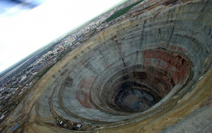 Ruşii au săpat cea mai adâncă gaură în pământ: 12 km. Șoc ce au găsit. Era acolo de 2,5 miliarde ani