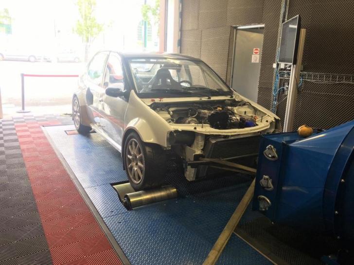 Au găsit cea mai rapidă Dacia Logan din lume. Atinge 100 km/h în 2 secunde şi are 700 CP