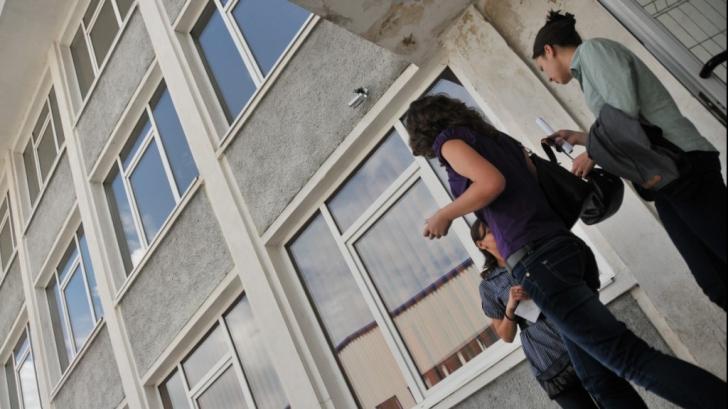 ALERTĂ într-un liceu din Reșița! Proiectil exploziv, descoperit în curtea unității de învățământ