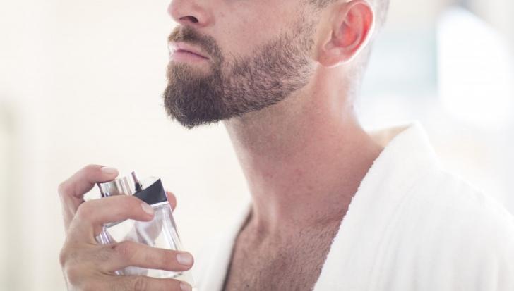 Nu vă parfumaţi în exces înainte să vă expuneţi la soare! Iată cum este afectată pielea!