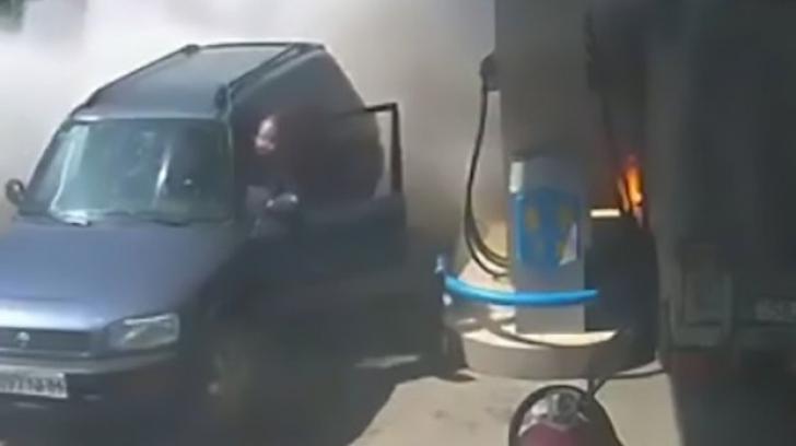 A aprins o brichetă lângă pompa dintr-o benzinărie! Cei prezenţi au rămas fără cuvinte
