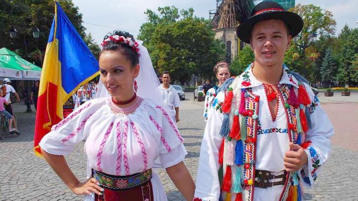 Bistriţa-Năsăud se pregăteşte să intre în Cartea Recordurilor cu dansul şi costumul popular