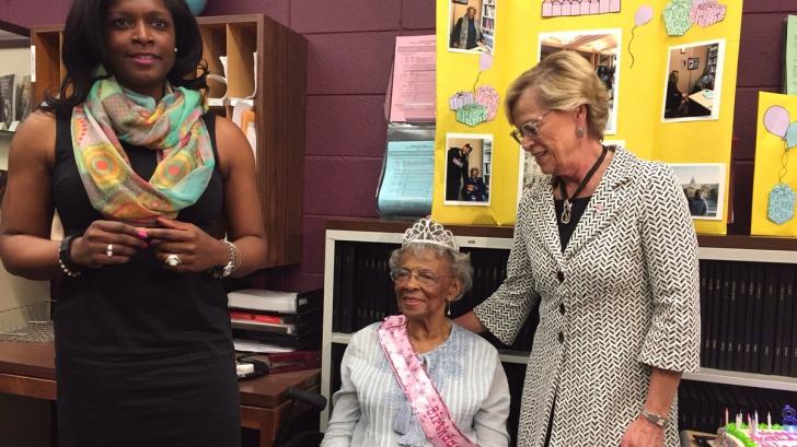 Are 88 de ani și este studentă. Când a intrat în clasă, nu i-a venit să creadă ce au făcut colegii