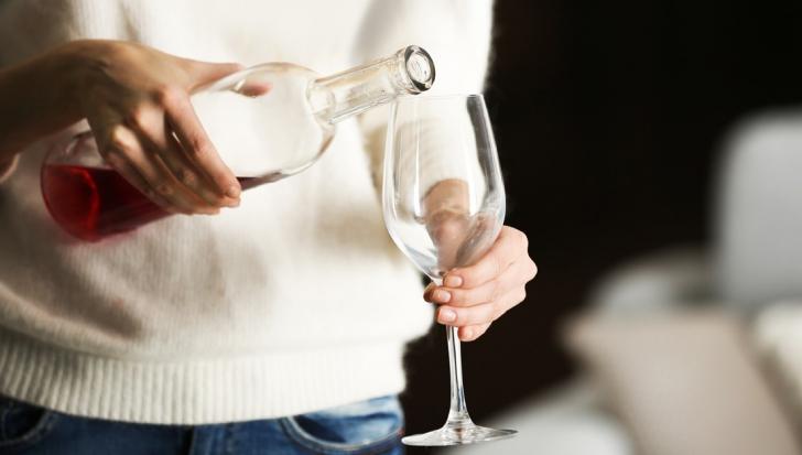 Te înroşeşti după ce consumi alcool? Iată motivul!