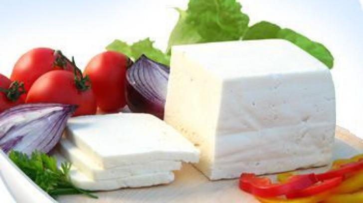 Roşii cu brânză. Adevărul nespus despre această combinaţie. Nutriţionistul avertizează!