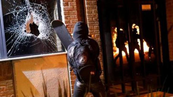 Violenţele degenerează! Gaze lacrimogene şi gloanţe de cauciuc în Brazilia