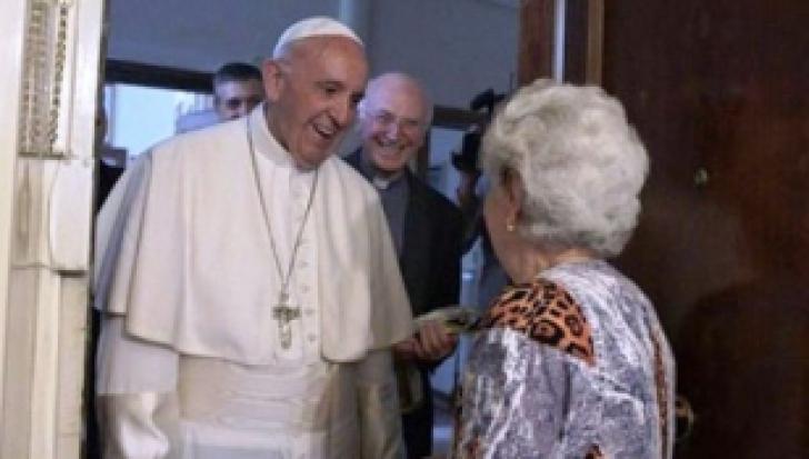 Surpriză uriașă pentru doi români ortodocși! Papa Francisc le-a bătut la ușă