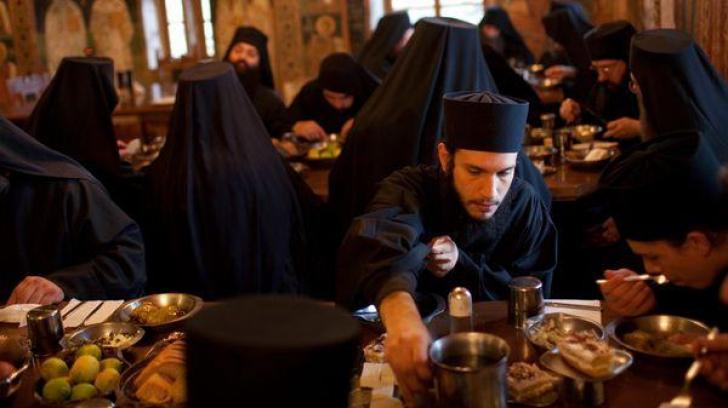 DIETA SFÂNTĂ, făcătoarea de MINUNI. Secretul longevității CĂLUGĂRILOR de la muntele Athos